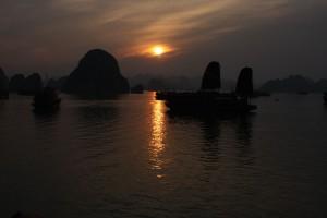 Solnedgang i Halong Bay